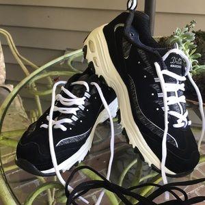 Skechers, Black and White